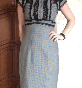 Платье-футляр с кружевными вставками