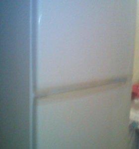 Двух камерный холодильник