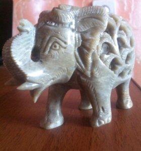 Слоник ( в нем маленький слоник)