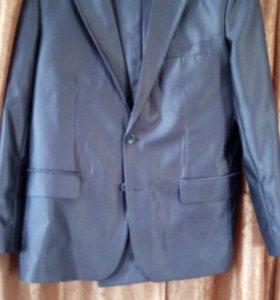 Продам Выпускной костюм в отличном состоян р 46-48