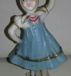 Девочка в платке, старый советский пластик