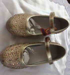Нарядные туфли , р.28, новые+ подарок