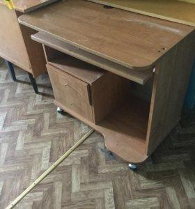 Стол и стеллаж