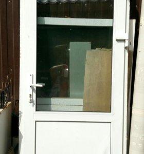 Пластиковая дверь и окна б/у.