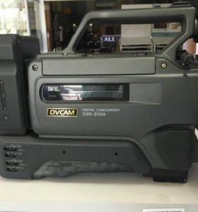 Профессиональная видеокамера Sony DSR-200A