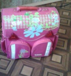 Ранец для девочки с ортопедической спиной