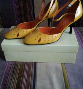 Туфли женские новые р-р 37,5