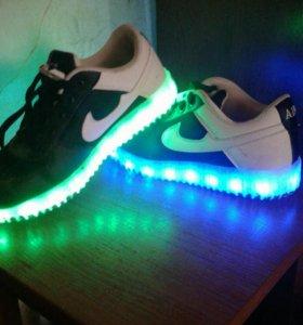 Светящиеся кросовки настоящяя фирма AIR