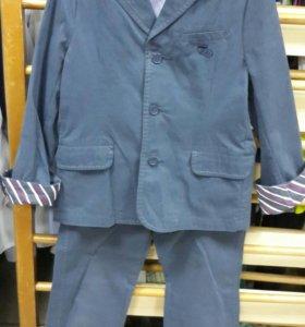 Костюм ( пиджак + брюки ) р110-116 Chicco.