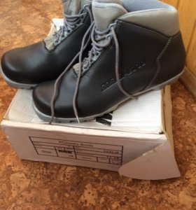 Лыжи и лыжные ботинки в комплекте