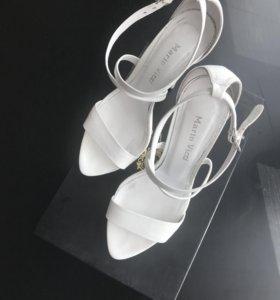Босоножки туфли белые