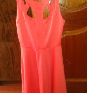 Платье коралового цвета. Очень красиво смотрится