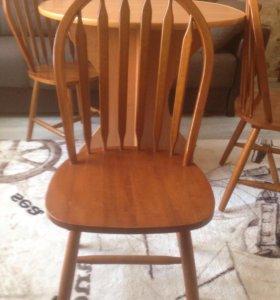 Кухонный стол и два стула