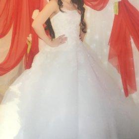 Платье свадебное с шлейфом