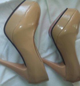 Туфли( лабутены)