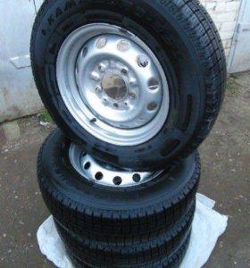 Продается комплект колес с шинами кама евро