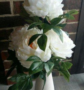 Искусственные цветы и вазы