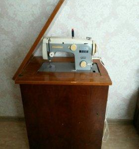Швейная машинка Veritas с ножным электроприводом