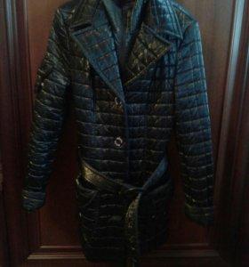 Стильная куртка в хорошем состояние