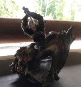 Фигурка ведьмака из коллекционки