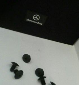 Пистоны  Mercedes-Benz крепления обшивки багажник.