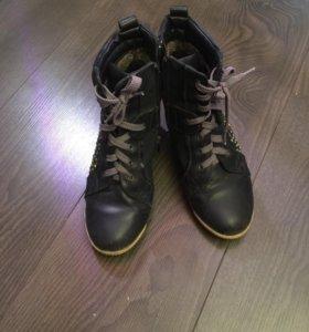 Ботинки утеплённые