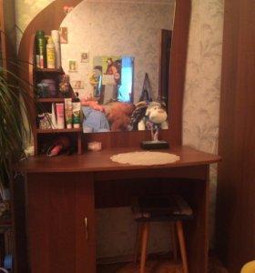 Стол туалетный с зеркалом 102*52*75