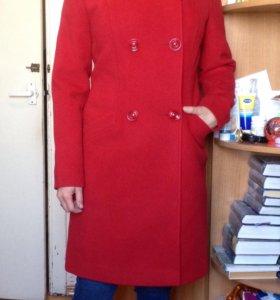 Пальто женское 44 размера.