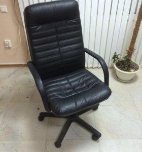 Шикарное офисное кресло
