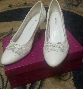 Белые туфли,