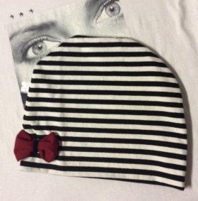 Полосатая лёгкая шапочка с бантиком