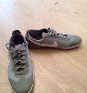 Женские кроссовки Nike, 37 размер