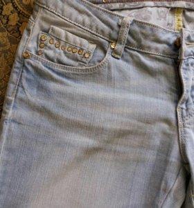 Фирменные джинсовые бриджи