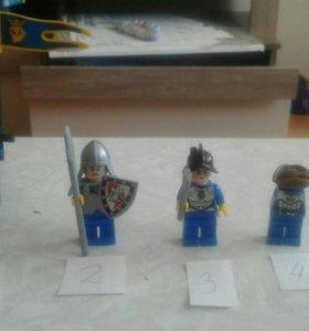 Лего фигурки.
