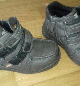 Продам кожаные детские ботиночки