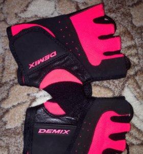 Новые перчатки s