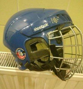 Коньки и шлем хоккейный