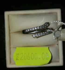 Золотое кольцо с бриллиантами 750пр