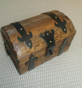 Сундук деревянный
