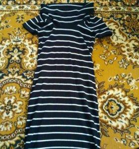 Платье с тонельным воротником