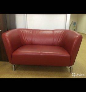 Продам диван офисный