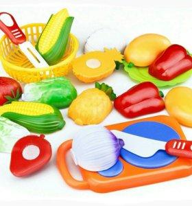 Пластмассовые новые разрезные овощи и фрукты