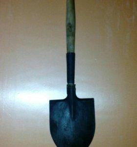 Сапёрная складная лопата.