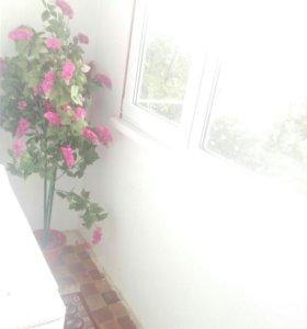 Пластмассовый цветок