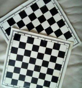 Отдам 2 бумажных шахматных поля