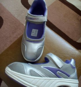 Спортивные кроссовки