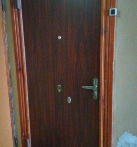 Металические входная дверь.