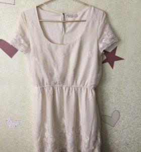 Платье с вышивкой Berska
