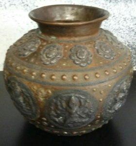 Декоративная индийская ваза для интерера