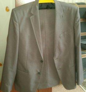 Продаётся мужской костюм